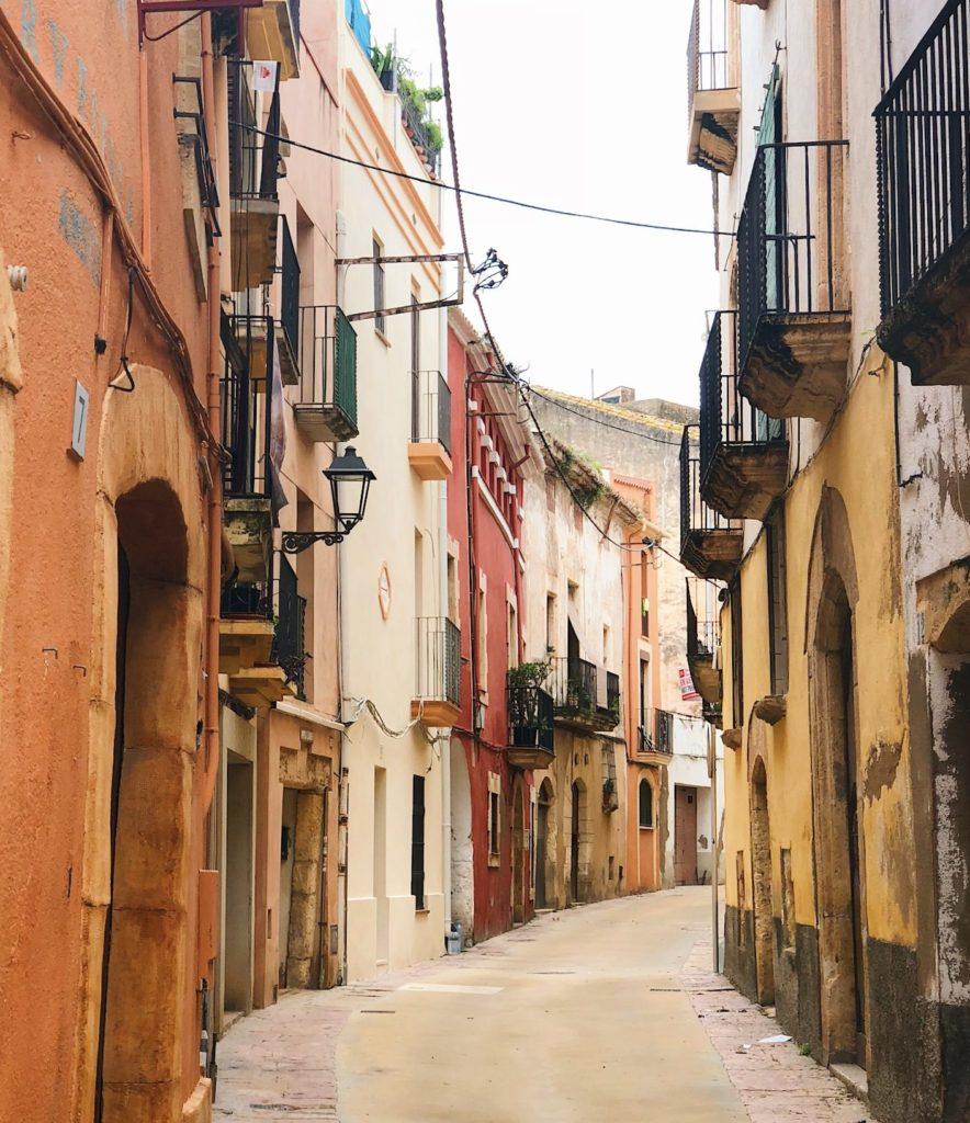 Gågata i den spanska staden Torredembarra