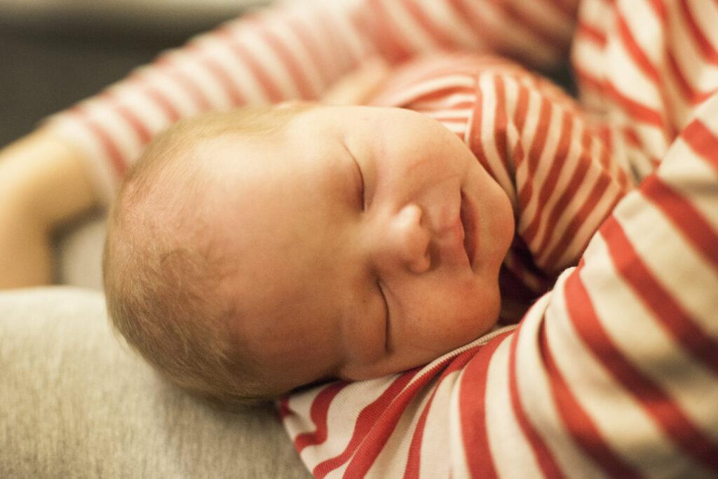 Amning, jämställdhet, nyfödd